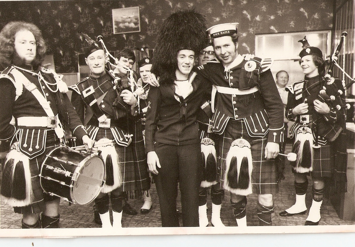 1970-pipe-band-at-paraparaumu-pub